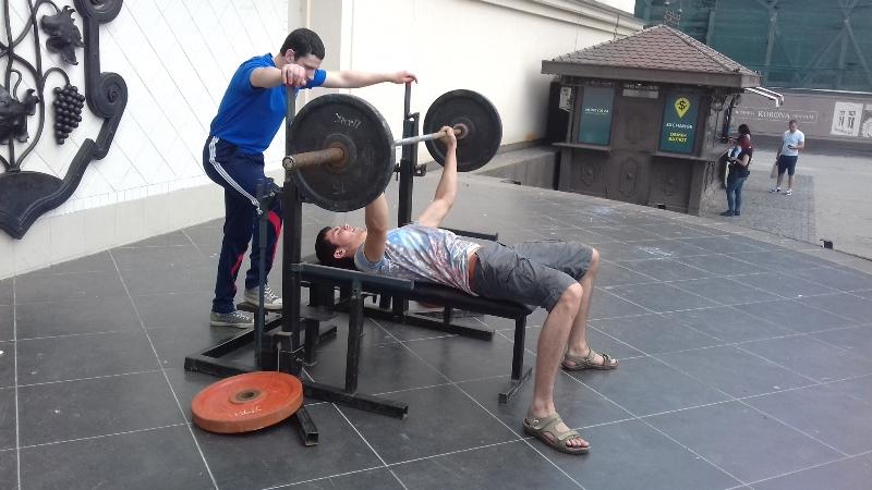 Пауерліфтинг – в маси: як пройшов спортивний фестиваль в Ужгороді