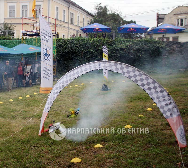 На території Ужгородського замку змагалися дрони