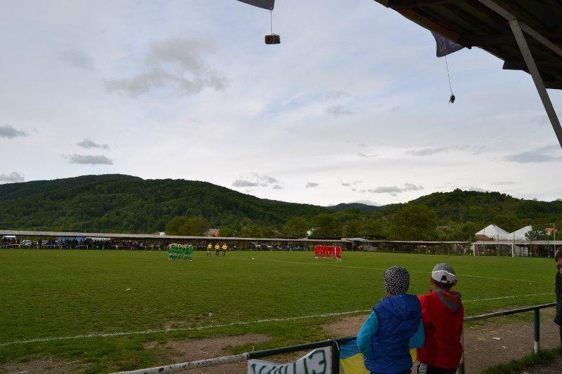 575acd09a29b6d У неділю, 19 листопада, в селі Довге на стадіоні «Боржава», відбудеться  футбольний турнір «Кубок Верховини», який буде проведено серед сіл  верховинського « ...