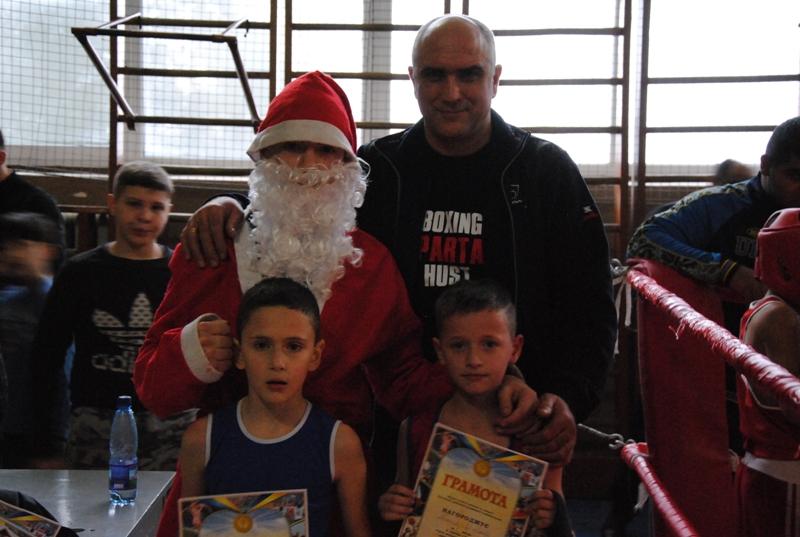 У Хусті до Дня Святого Миколая відбувся обласний турнір з боксу