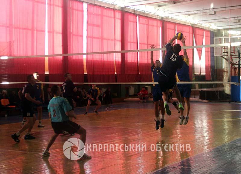 Кращі волейбольні команди Закарпаття визначали сильнішого