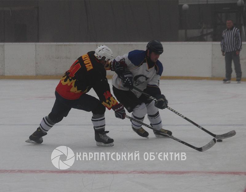 Чемпіонат Закарпаття з хокею: 18 забитих шайб у двох поєдинках. ФОТО