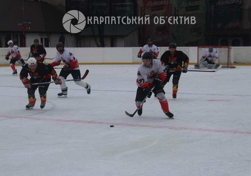 Захоплюючі матчі плей-оф чемпіонату Закарпаття з хокею