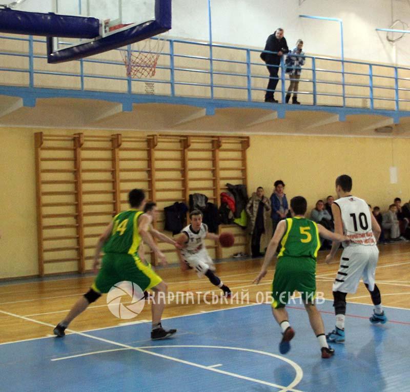 Ужгородським баскетболістам удалося здобути залікові бали у важких протистояннях