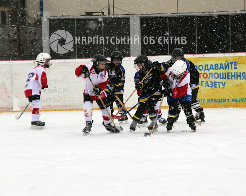 Юні закарпатські хокеїсти демонстрували свої вміння