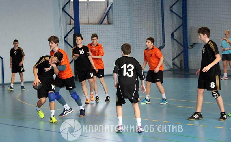 Юні ужгородські гандболісти вибороли срібні нагороди