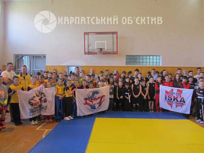У Хусті вперше відбувся відкритий чемпіонат з кікбоксингу та зі змішаних єдиноборств