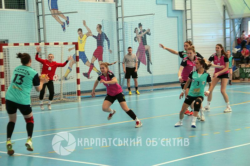 Ужгородські «Карпати» впевнено переграли херсонську «Дніпрянку». ФОТО