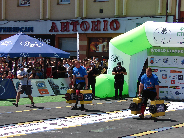 У Хусті за титул найсильнішого змагаються спортсмени з 9 країн світу. ФОТО