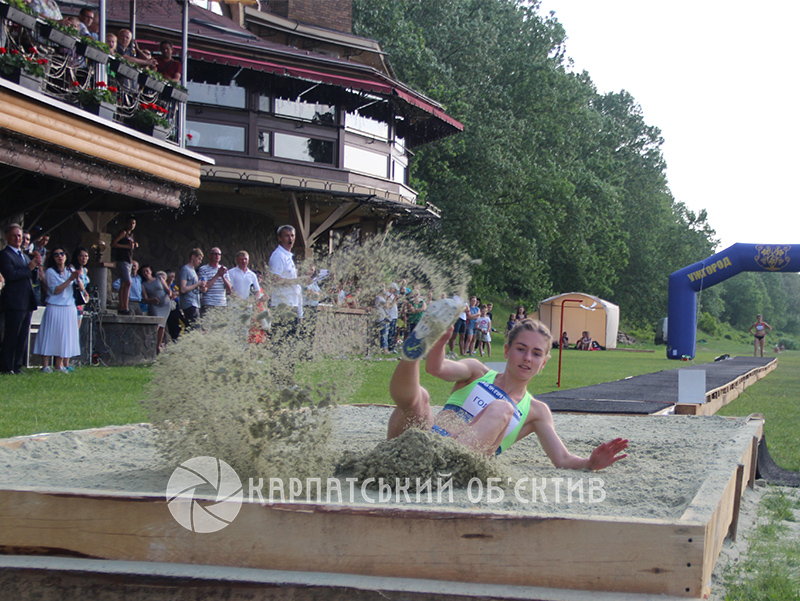 «Стрибки під музику – Long Jump & Music» зібрали в Ужгороді титулованих легкоатлеток України та Угорщини