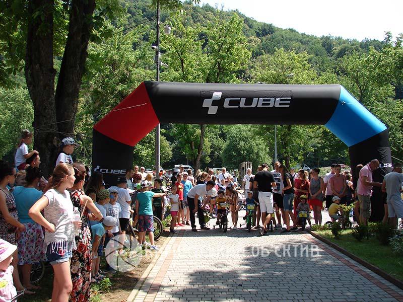 Дитячі велоперегони «Ми – чемпіони» у Хусті зібрали рекордну кількість учасників. ФОТО