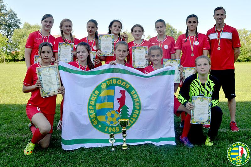 Дівчата із Дубового перемогли на обласному чемпіонаті з футболу