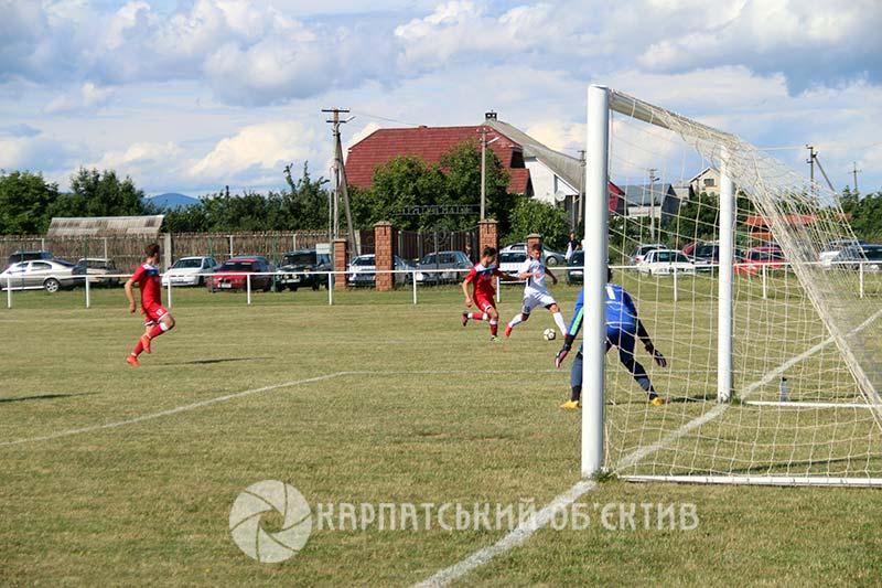 Вища ліга Закарпаття з футболу: результативні та захоплюючі протистояння