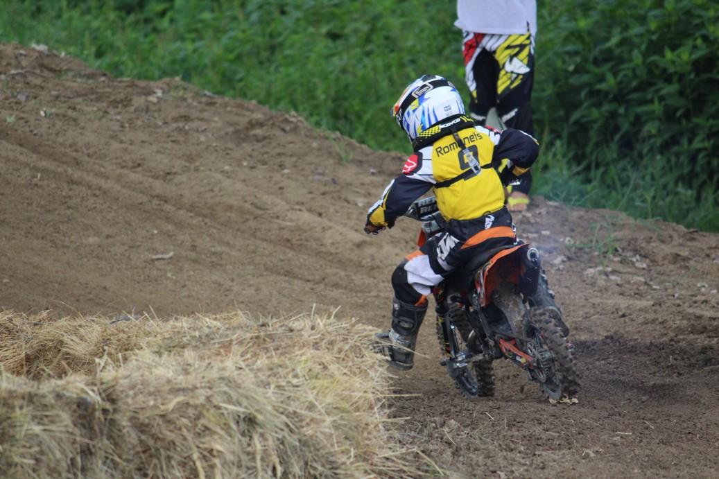 В Ужгороді проходять чемпіонат області та відкритий Кубок міста з мотоциклетного спорту
