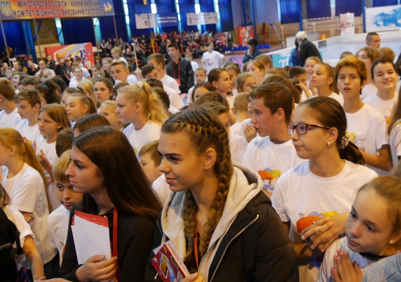 В ужгородському спорткомплексі триває шкільний фестиваль «JuniorZ»