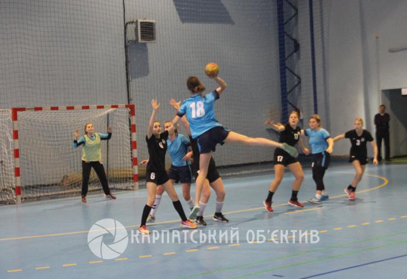 СДЮСШОР «Карпати» (Ужгород) поступилася гандболісткам із Тернополя