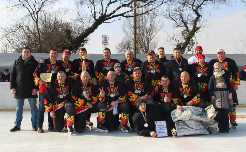 Визначили чемпіона та призерів чемпіонату Закарпаття з хокею