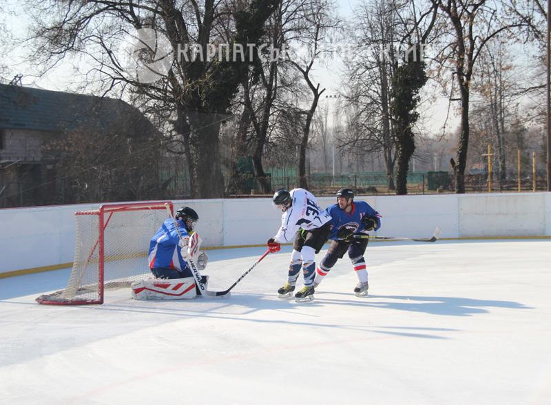 «Закарпатські ведмеді» – переможці міжнародного хокейного турніру. Фото