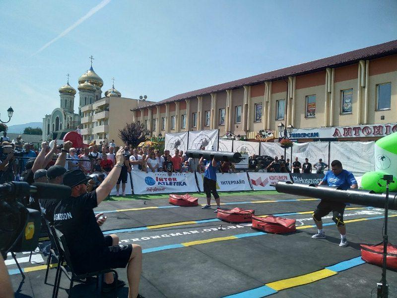 У Хусті найсильніші чоловіки планети змагаються на Чемпіонаті світу зі стронгмену