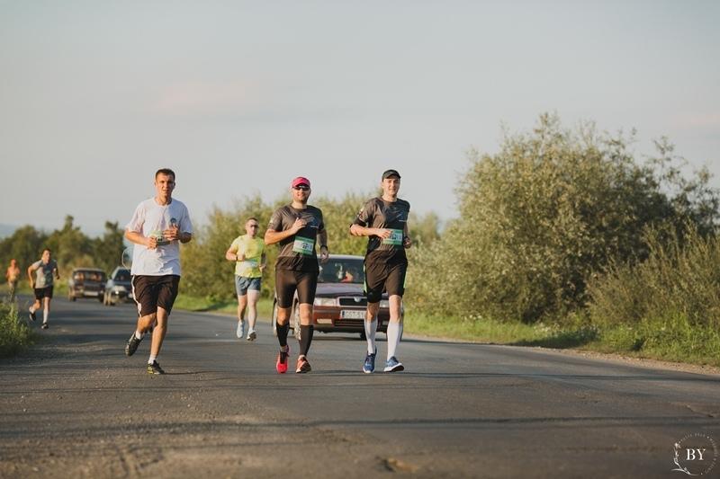 """10 кілометрів неймовірних емоцій: на Хустщині відбувся Fun Run-забіг """"Десятка до Пинті"""""""