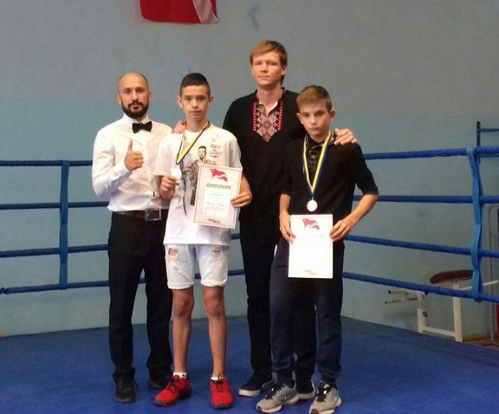 Хустські боксери завоювали у Скадовську золото, срібло та бронзу