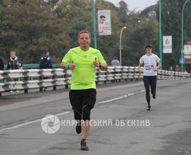 Чоловік та дружина стали переможцями Ужгородського півмарафону