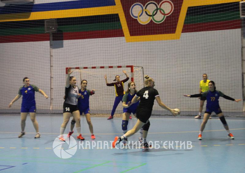 Ужгородські гандбольні команди розпочали боротьбу за Кубок України